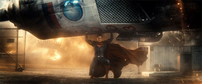 Batman v Superman: Dawn of Justice Photo 18 - Large