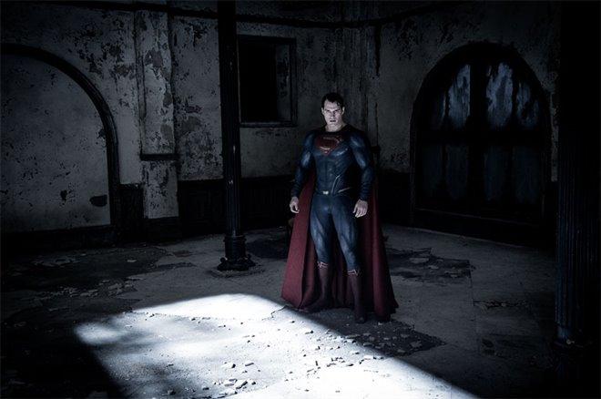 Batman v Superman: Dawn of Justice Photo 32 - Large