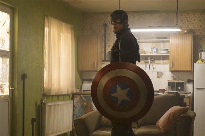 Captain America: Civil War Photo 8 - Large
