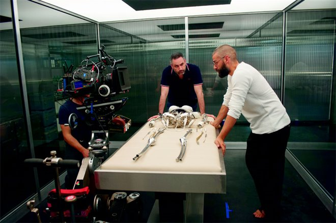 Ex Machina Photo 16 - Large